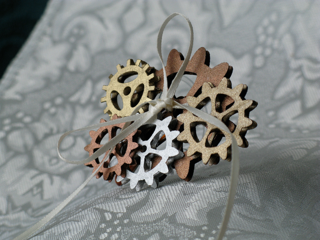 Hair clip with a cluster of gears
